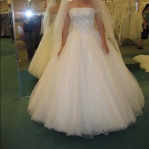 Wedding Dress and Vail size 6
